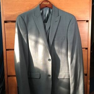 Silver Alfani sharkskin 3-piece suit
